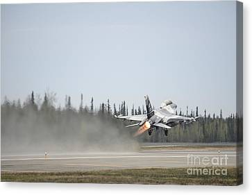 An F-16 Fighting Falcon Takes Canvas Print by Stocktrek Images