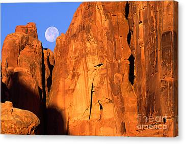 Arches Moonset Canvas Print by Inge Johnsson