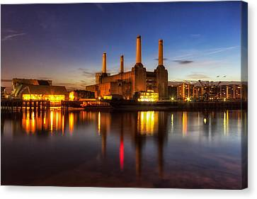 Battersea Twighlight Canvas Print by Ian Hufton