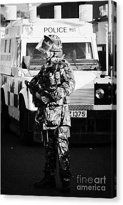 British Army Soldier With Mp5 On Crumlin Road At Ardoyne Shops Belfast 12th July Canvas Print by Joe Fox