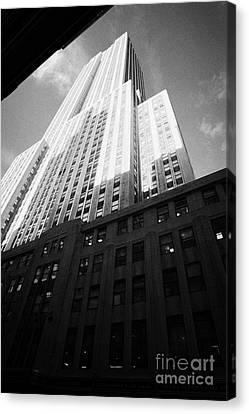 Close In Shot Of The Empire State Building New York City Canvas Print by Joe Fox