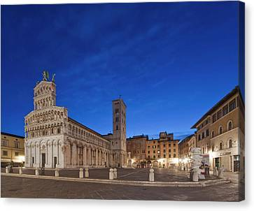 Europe, Italy, Tuscany, Lucca, Piazza Canvas Print