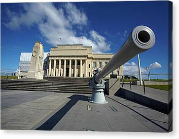 Auckland Canvas Print - Historic Gun And Auckland War Memorial by David Wall