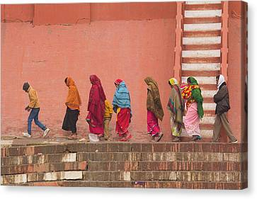 India, Uttar Pradesh, Varanasi Canvas Print by Emily Wilson