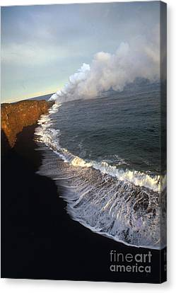 Kilauea Volcano, Hawaii Canvas Print by Stephen & Donna O'Meara