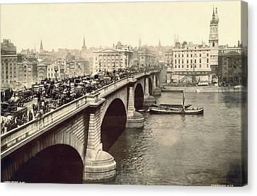 London Bridge Traffic Canvas Print by Underwood Archives