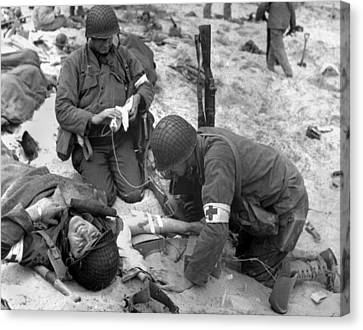 Tntar Canvas Print - Medics Treat A Wounded U.s. Soldier by Everett