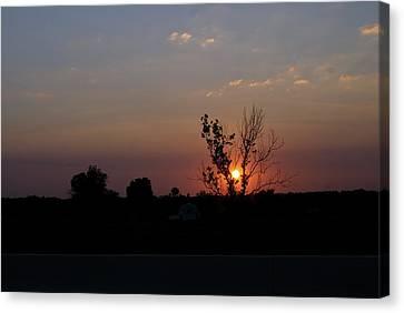 Canvas Print featuring the photograph Missouri Sunset by Roseann Errigo