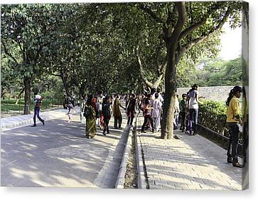 People Inside Delhi Zoo At An Exhibit Canvas Print by Ashish Agarwal