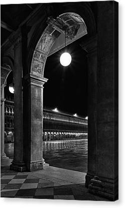 Piazza San Marco 2 Canvas Print by Marion Galt