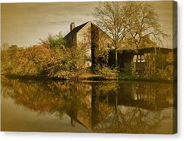 Postcard From Autumn Canvas Print by Richard Cummings