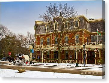 Prince Of Wales Hotel In Niagara On The Lake Canvas Print by Les Palenik
