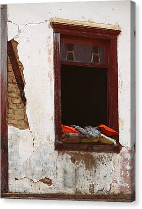 Red Pillows Canvas Print by Sylvio Relvas