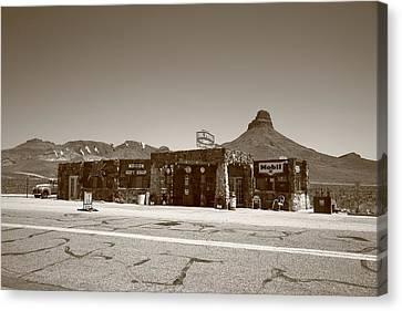 Route 66 - Cool Springs Camp Canvas Print by Frank Romeo
