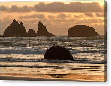 Sea Stacks On The Beach At Bandon Canvas Print by William Sutton