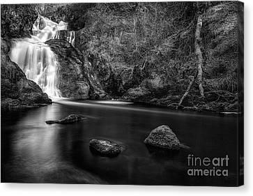 Spectacle E'e Waterfall Canvas Print by John Farnan