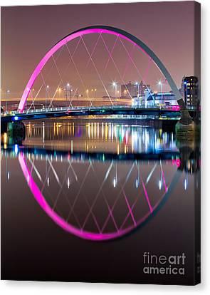 Squinty Bridge Glasgow Canvas Print by John Farnan