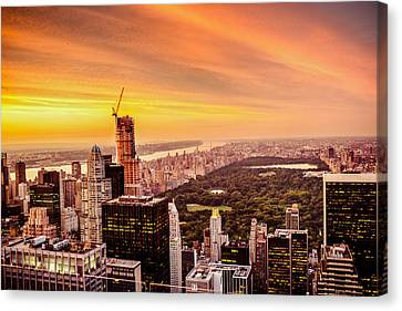 Sunset Over Central Park And The New York City Skyline Canvas Print by Vivienne Gucwa