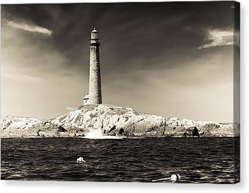 The Cape Ann Lighthouse On Thacher Island Canvas Print by Jeff Folger