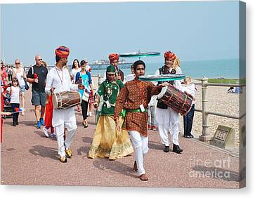 The Musafir Gypsies Of Rajasthan Canvas Print by David Fowler