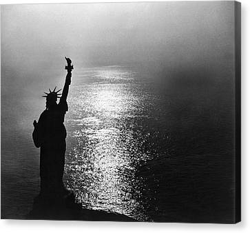 The Statue Of Liberty Canvas Print by Underwood Archives