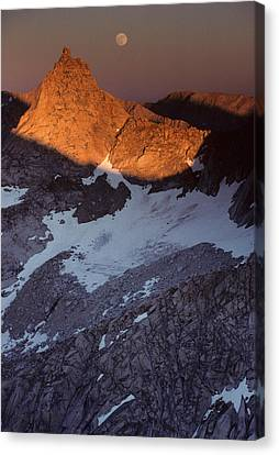 Usa, Sawtooth Peak, Sunset, Moonrise Canvas Print by Gerry Reynolds