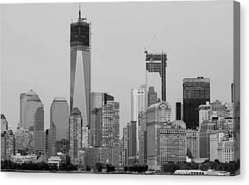 1 W T  C  And Lower Manhatten In Black And White Canvas Print by Rob Hans