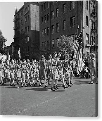 Anniversary Day Parade Of The Sunday Canvas Print by Stocktrek Images