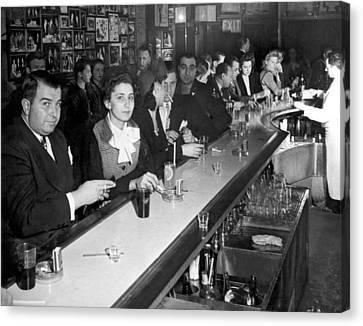 1940s Ny Bar Scene Canvas Print by Underwood Archives