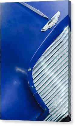 1953 Aston Martin Db2 Vantage Drophead Coupe Grille Emblem Canvas Print