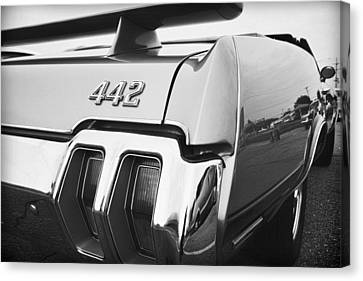 1970 Olds 442 Black And White Canvas Print by Gordon Dean II