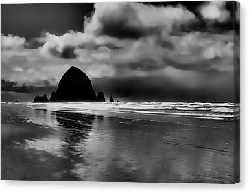 Cannon Beach - Oregon Canvas Print by David Patterson