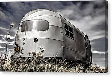 Classic Airstream Caravan Canvas Print by Ian Hufton