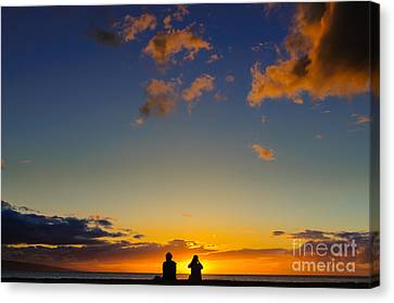Couple Watching The Sunset On A Beach In Maui Hawaii Usa Canvas Print