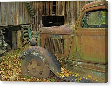Dodge In The Country Fall Colors Canvas Print by Dan Sproul