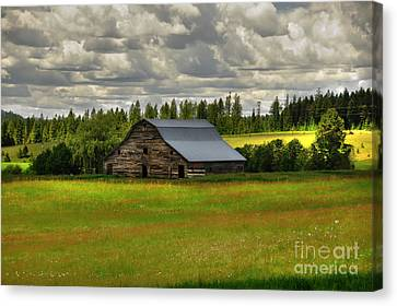 Canvas Print featuring the photograph Eastside Road Barn by Sam Rosen