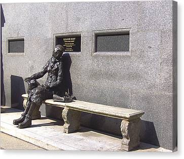 Eleanor Rigby Statue Liverpool Uk Canvas Print