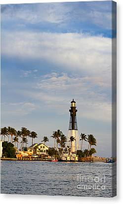 Hillsboro Inlet Lighthouse Canvas Print by Les Palenik