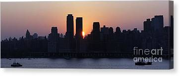Canvas Print featuring the photograph Morning On The Hudson by Lilliana Mendez
