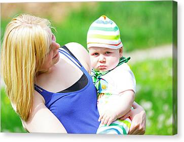 Mother And Baby Boy Canvas Print by Wladimir Bulgar