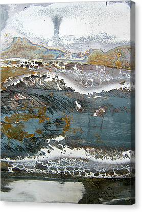 Rust Never Sleeps Canvas Print by Les Cunliffe