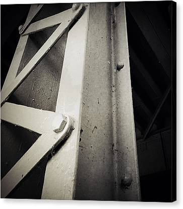 Steel Girder Canvas Print by Les Cunliffe