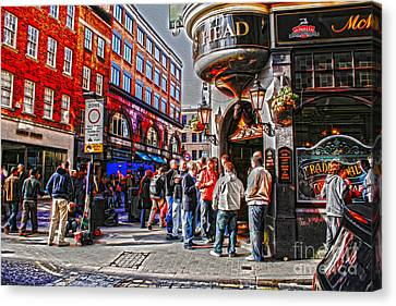Streetlife In London Canvas Print by Patricia Hofmeester