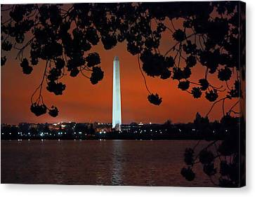 Canvas Print featuring the photograph Washington Monument by Suzanne Stout