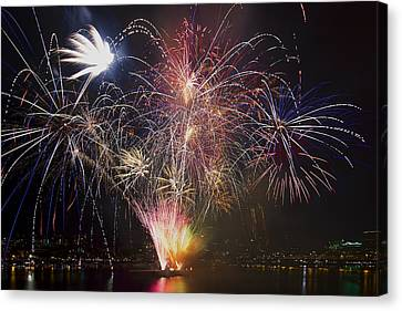 2013 Independence Day Fireworks Display On Portland Oregon Water Canvas Print by David Gn
