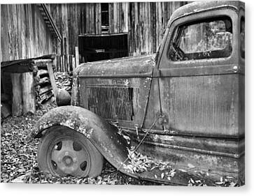 Dodge In The Country Canvas Print by Dan Sproul