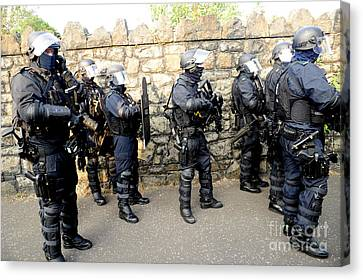 Police Officer Canvas Print - Loyalist Protesters Attack Police Lines by Andrew Chittock