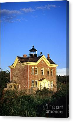 Saugerties Lighthouse Canvas Print by Skip Willits
