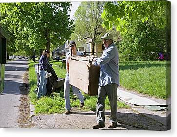 Volunteers Clearing Rubbish Canvas Print by Jim West