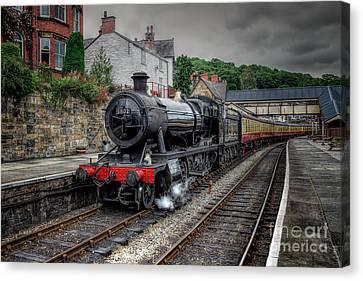 3802 At Llangollen Station Canvas Print